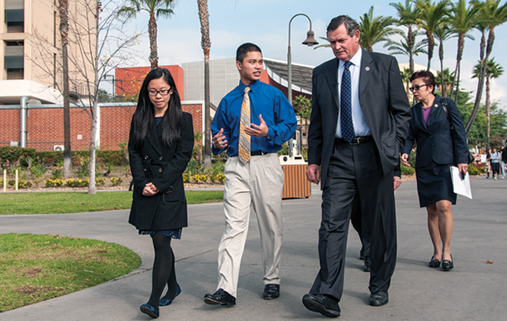 Honors College students guide Chancellor Tinothy White around the Cal State L.A. campus.