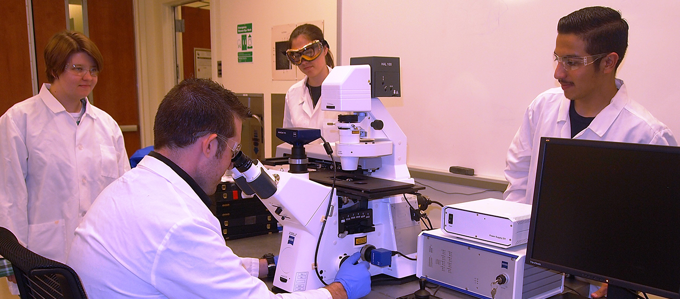 Photo of Criminalistics students in Laboratory